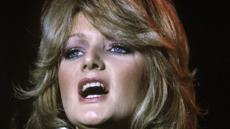 Bonnie Tyler singing