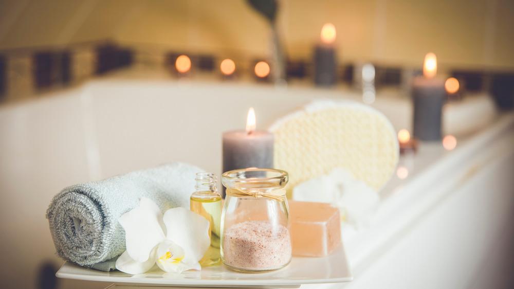 candles burning around bathtub