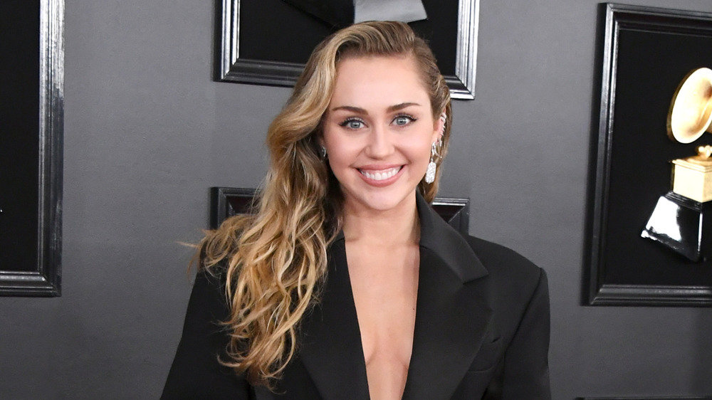 Miley Cyrus posing on the red carpet