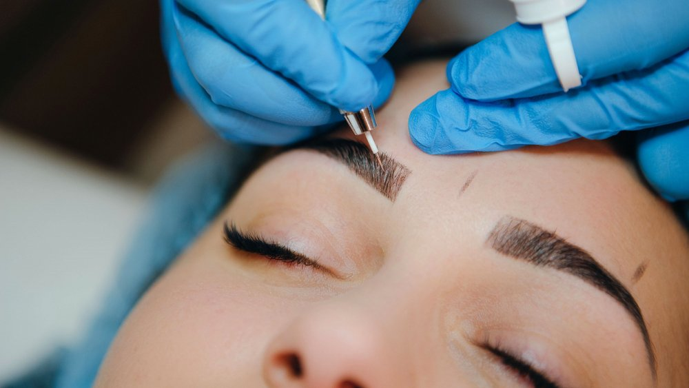 The Difference Between Eyebrow Tinting And Microblading