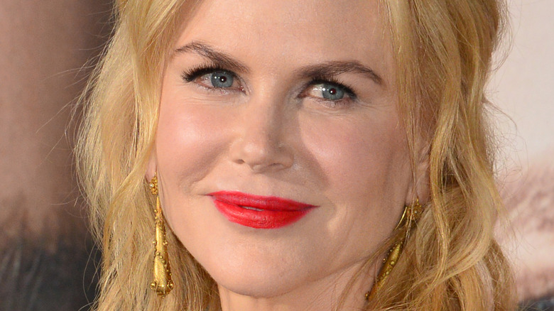 Nicole Kidman poses at the red carpet