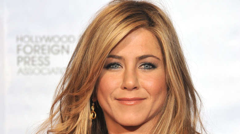 Jennifer Aniston red carpet look