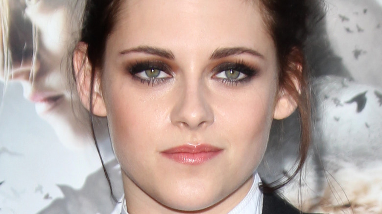 Kristen Stewart posing for a picture