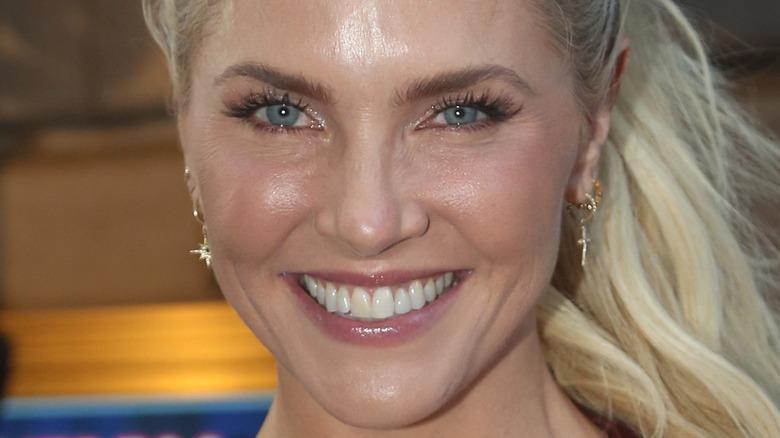 Amanda Kloots smiling