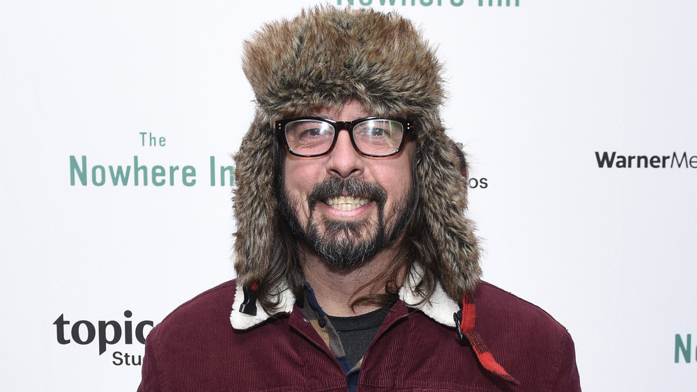 Dave Grohl posing