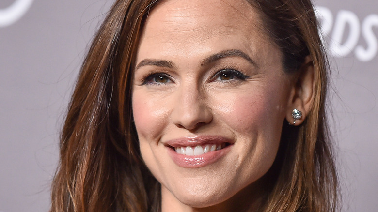 close up of Jennifer Garner with her hair down