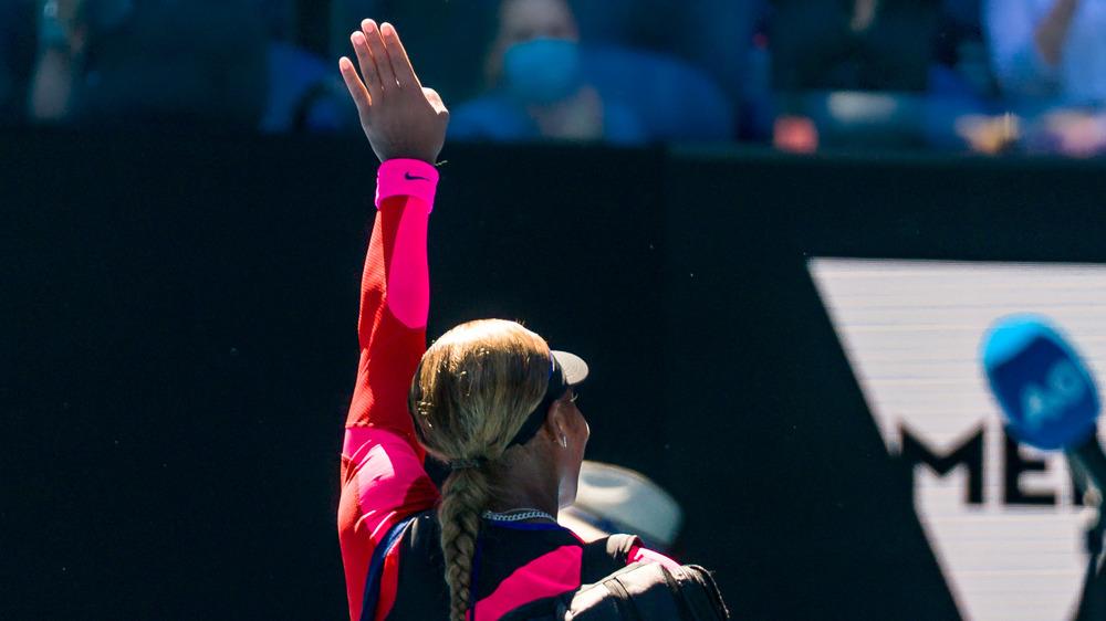 Serena Williams waving at tennis match