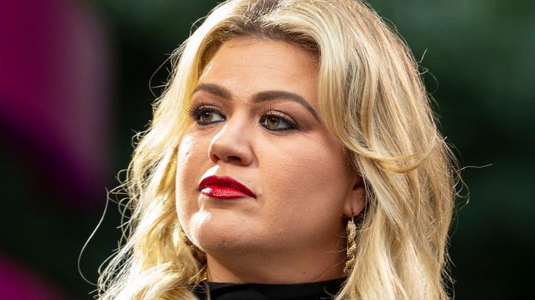 Kelly Clarkson speaks on stage
