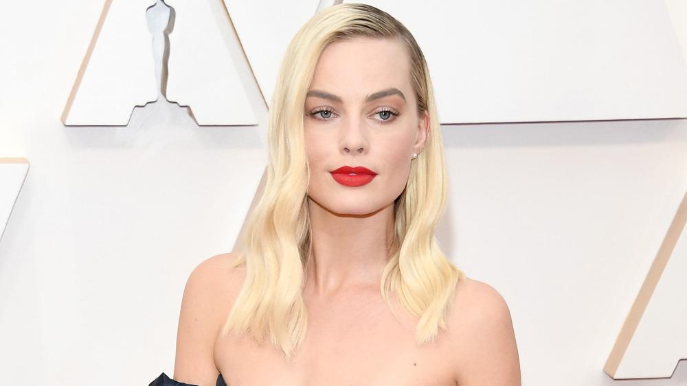 Margot Robbie with blonde hair on red carpet