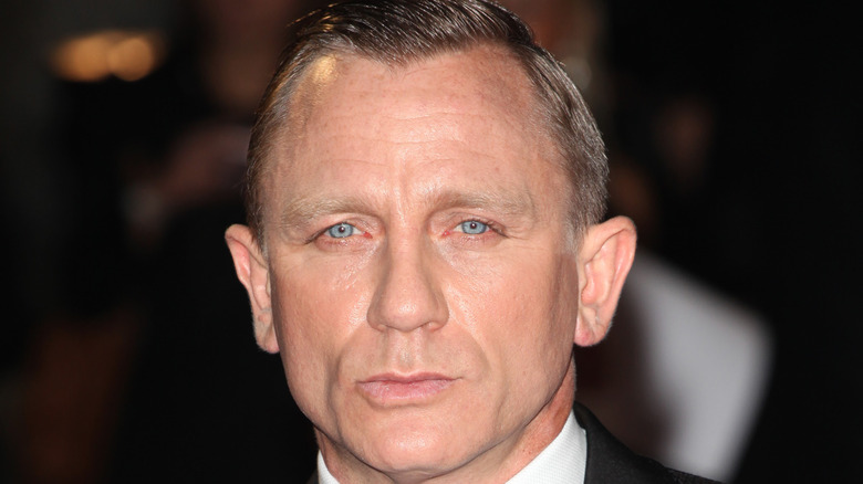 Daniel Craig posing on red carpet