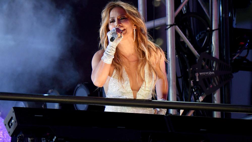 Jennifer Lopez performing at the super bowl