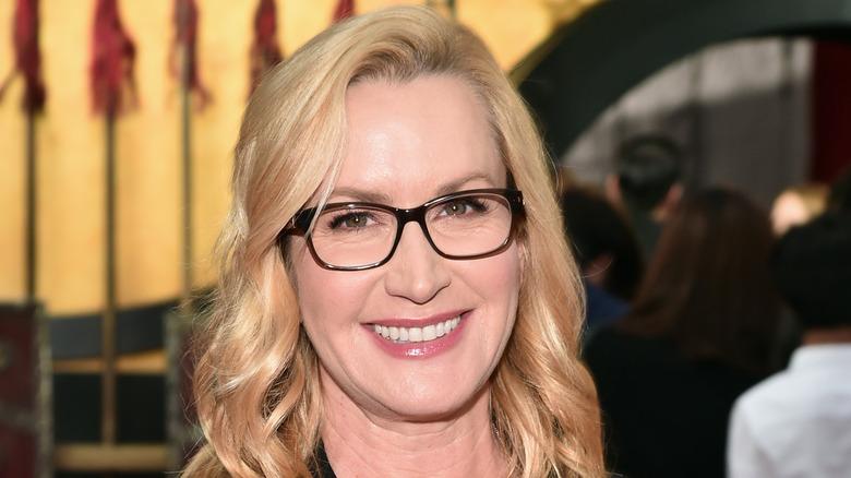 Angela Kinsey wears glasses