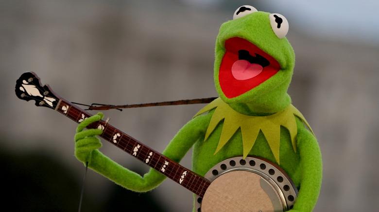 Kermit the frog playing his banjo