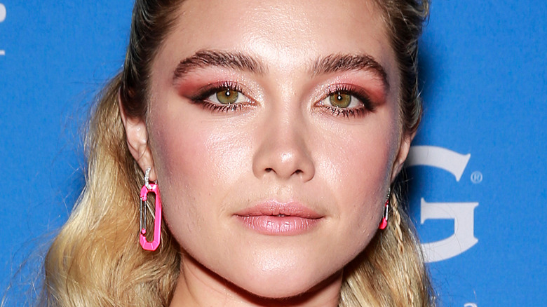 Close up photo of Florence Pugh posing on the red carpet