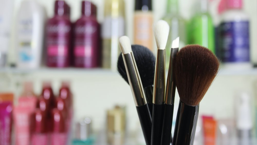 Cosmetic counter with makeup brushes