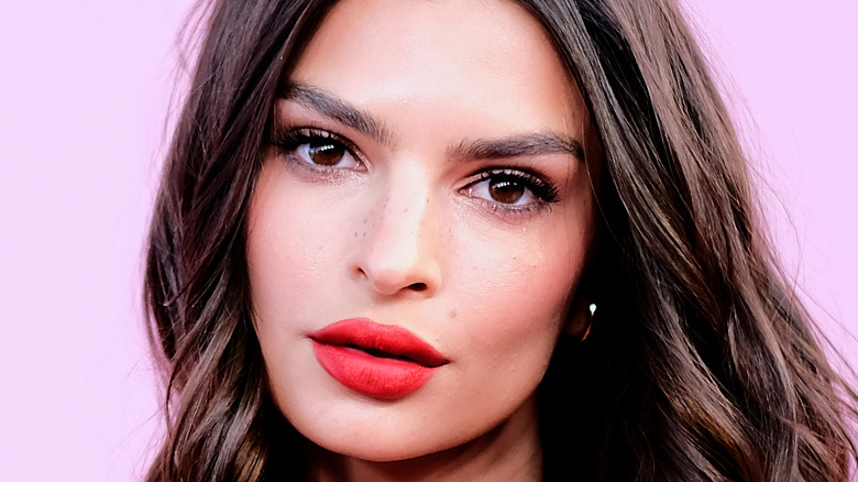 Model Emily Ratajkowski in red lipstick