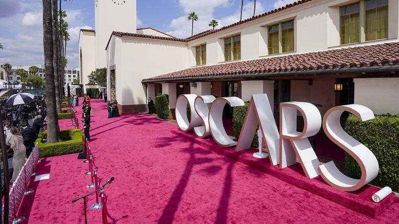 Oscars red carpet 2021