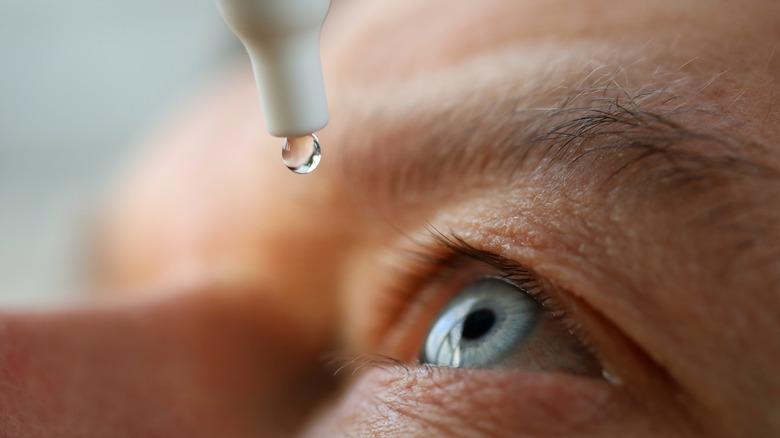 eyedrops going into eye