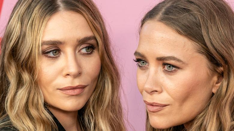 Mary-Kate Olsen and Ashley Olsen posing on the red carpet