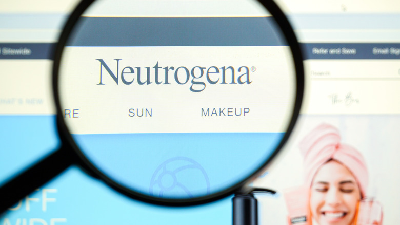 Magnifying glass looking into Neutrogena website
