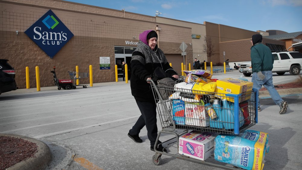 Customers leaving with full carts, Sam's Club exterior