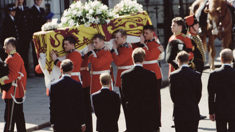 Princess Diana's coffin carried by soldiers