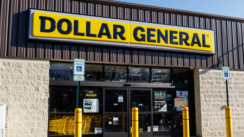 Dollar General exterior