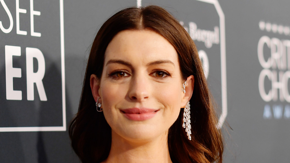 Anne Hathaway wearing earrings red carpet