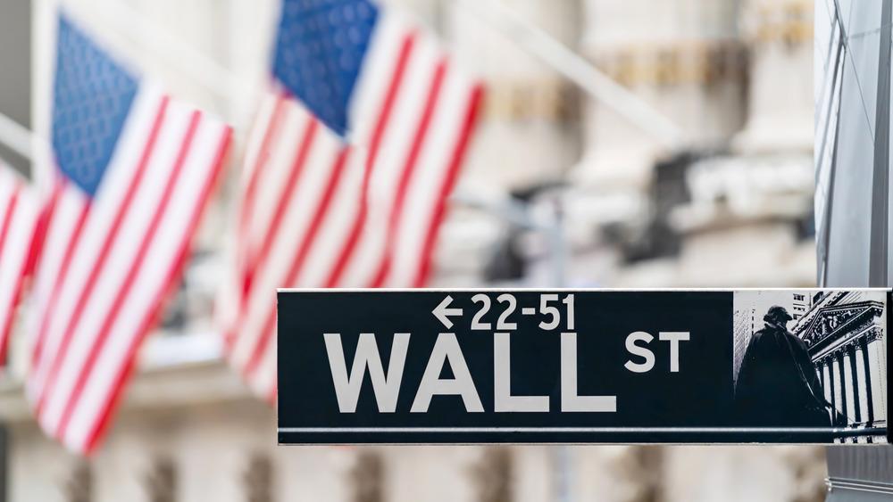 Wall Street sign NYSE