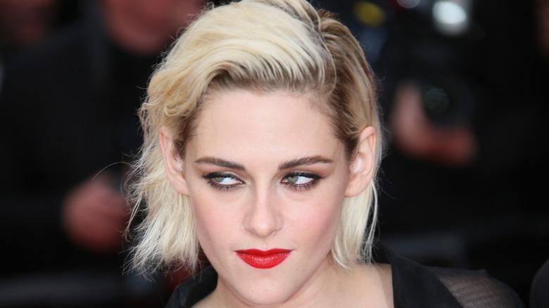 Kristen Stewart poses on the red carpet