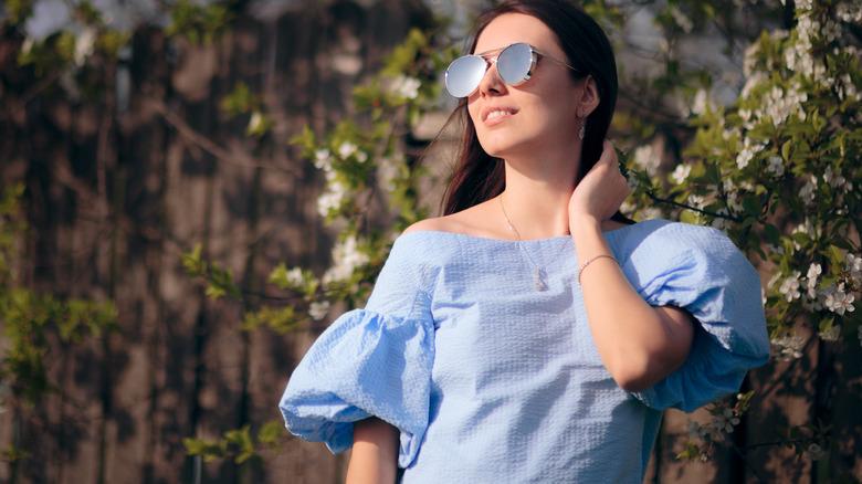 Woman wearing a puffy sleeve shirt