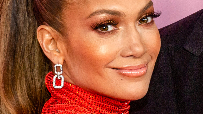 Jennifer Lopez posing for cameras