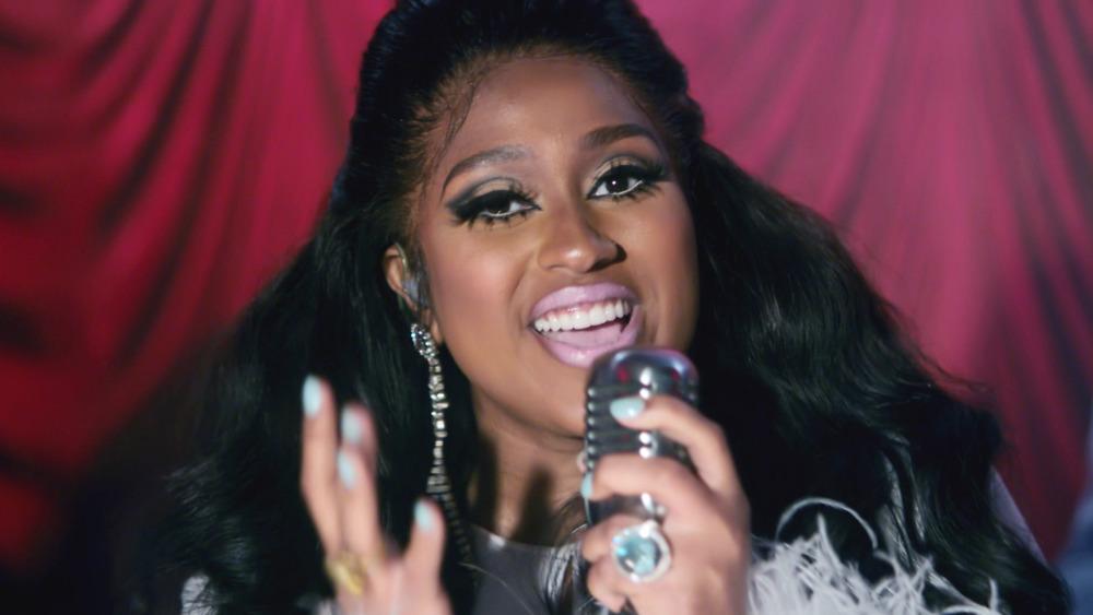 Jazmine Sullivan singing