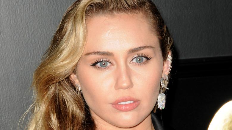 Miley Cyrus long blonde hair