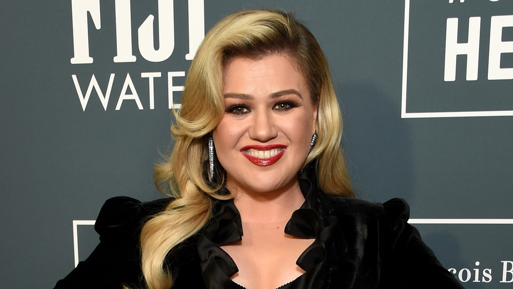 Kelly Clarkson on the red carpet in a black gown
