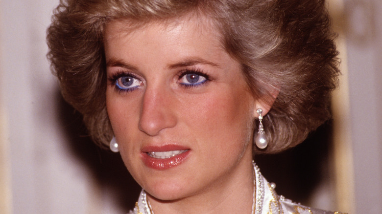 Princess Diana wearing pearl earrings