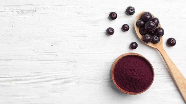 acai fruit and powder