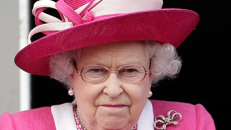 Queen Elizabeth bright pink outfit
