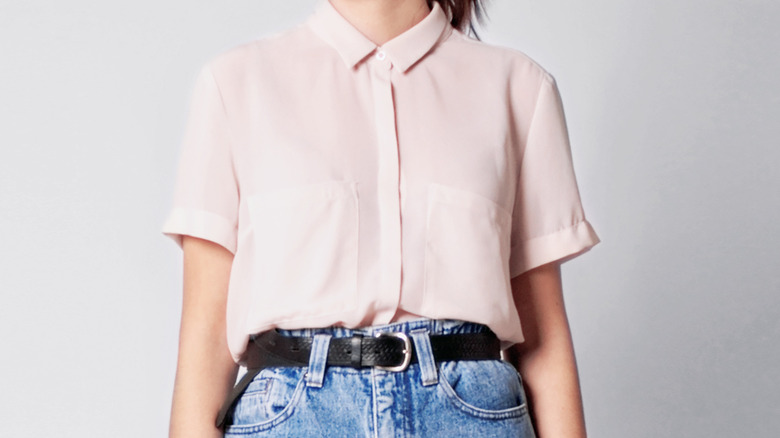 Trendy button-up shirt with belt