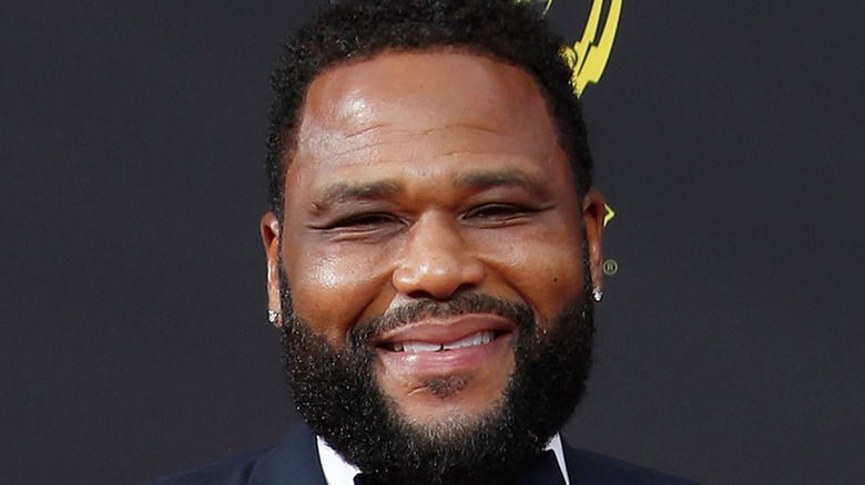 Anthony Anderson smiling