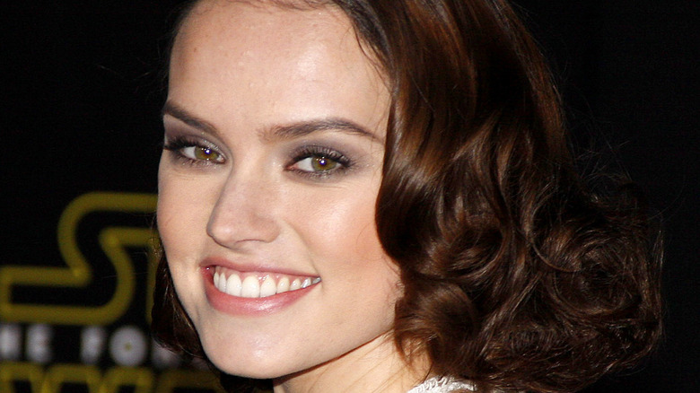 Daisy Ridley smiles on the red carpet