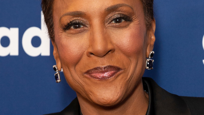 Robin Roberts smiles for cameras