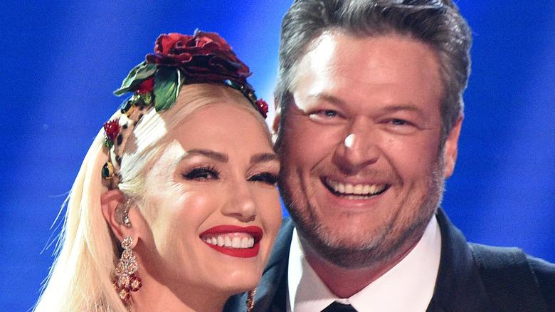 Blake Shelton and Gwen Stefani on stage