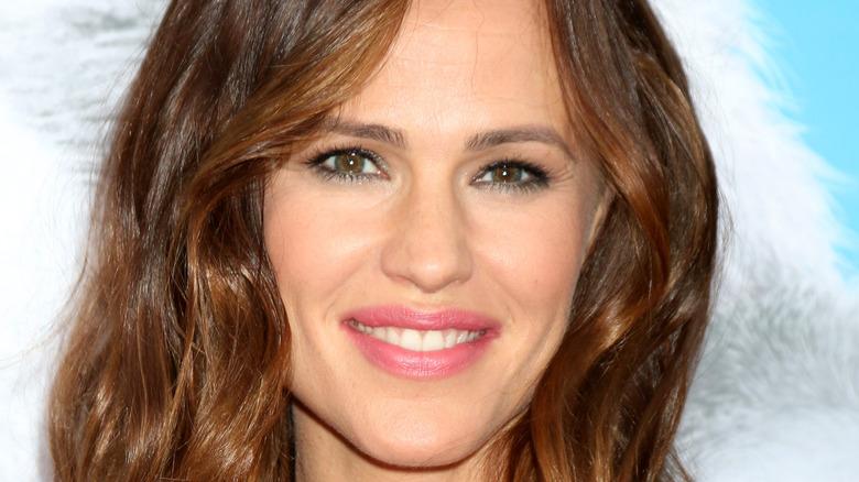 Jennifer Garner smiling on red carpet