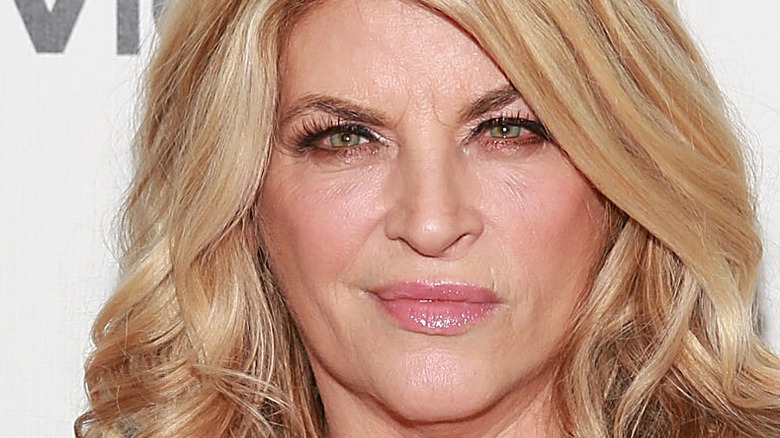 Kirstie Alley poses on the red carpet