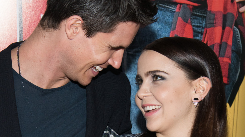 """Mae Whitman and Robbie Amell cozy up while promoting """"The DUFF"""""""