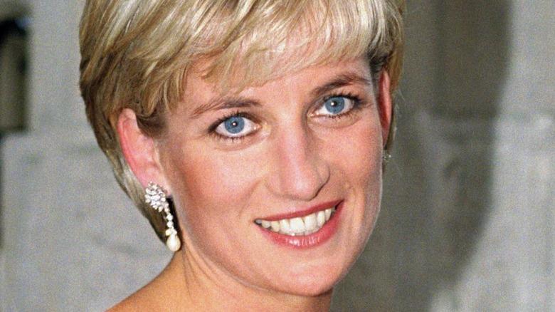 Diana Spencer smiling