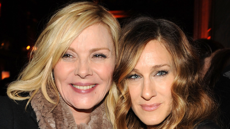 Sarah Jessica Parker and Kim Cattrall snuggle up