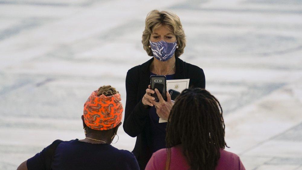 Lisa Murkowski at the wake of Ruth Bader Ginsburg
