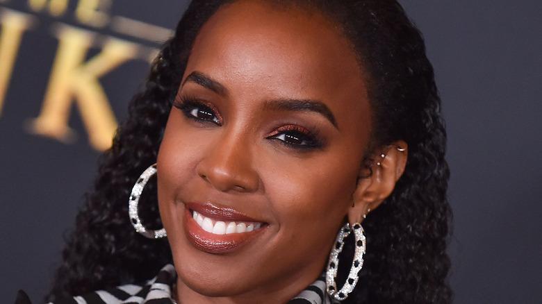 Kelly Rowland smiling